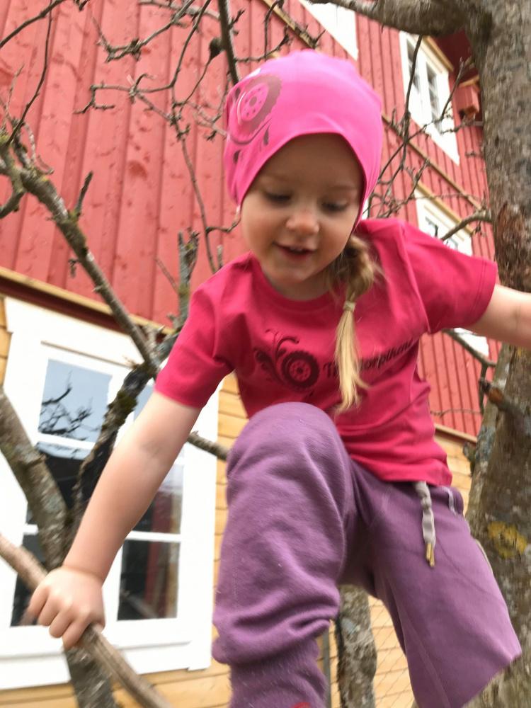 STERK! Barne t skjorter, rosa og grønn. Traktorpikene